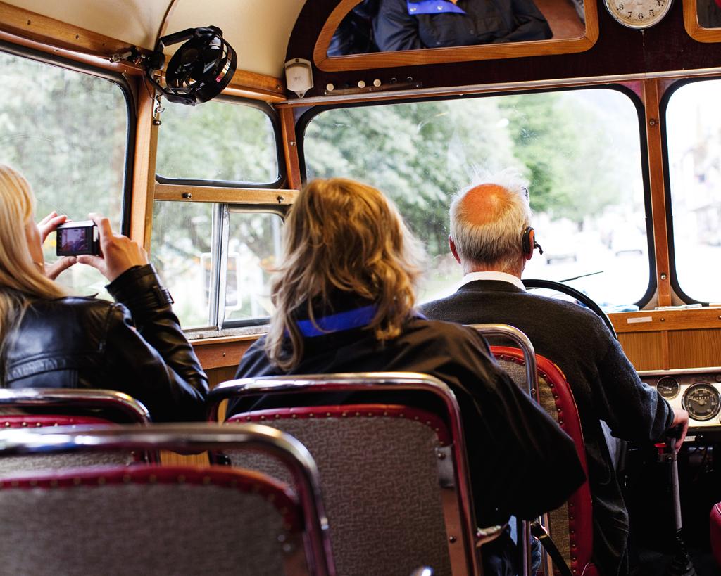 Snutebussen tar deg med på en guidet tur igjennom Rjukan sentrum.  , © Fotograf Jacobsen