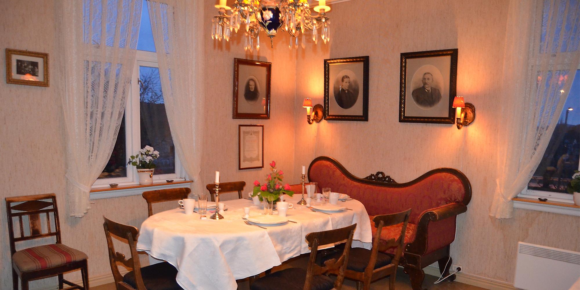 Strømnes - Servering på Oldefars gjestehus,