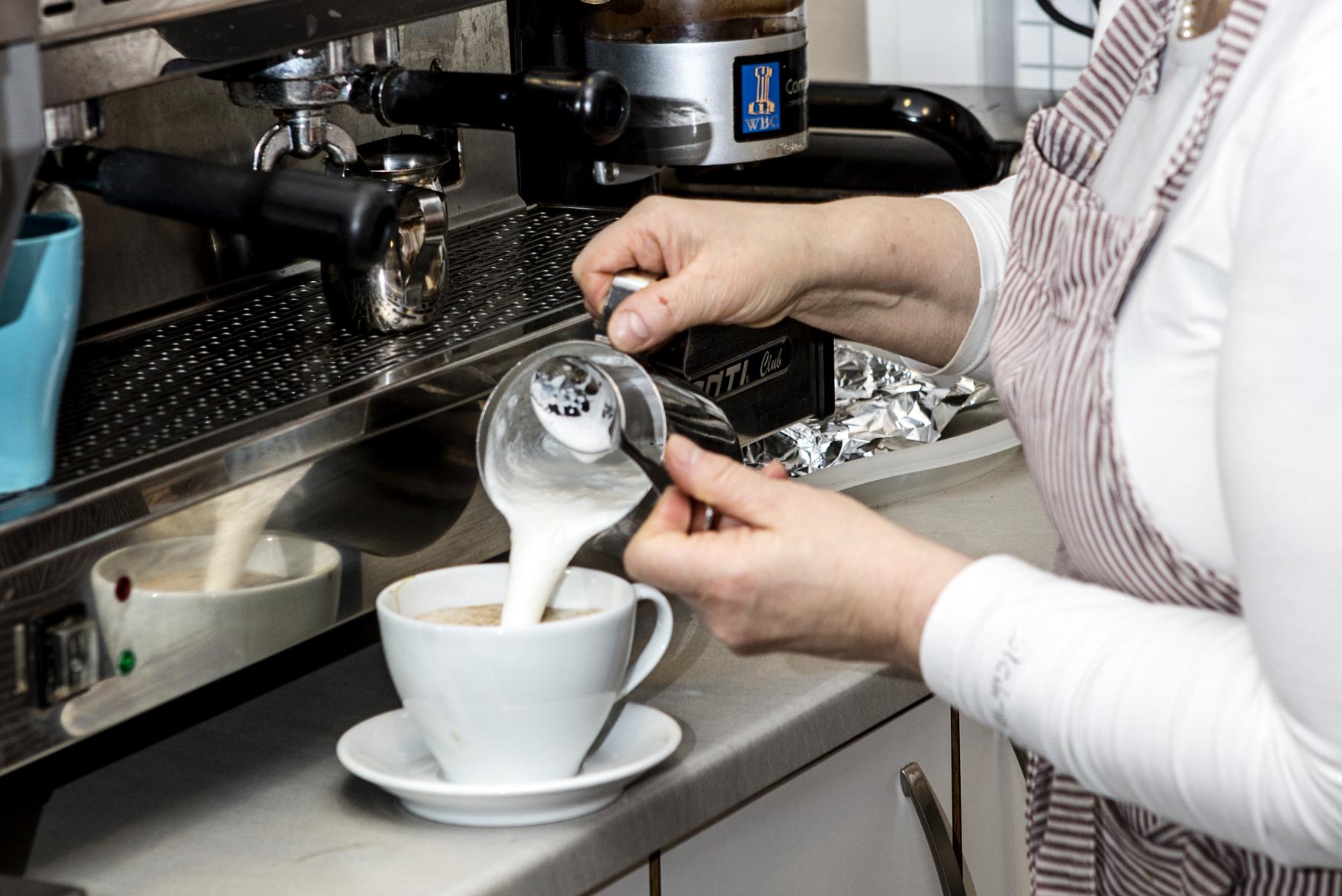 På Cafe nye tider lager de kaffe av alle slag , © Fotograf Jacobsen