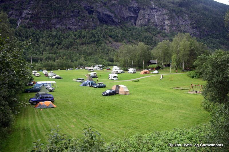 Stor plass til telt og campingvogner/biler , © Rjukan Hytte og Caravanpark