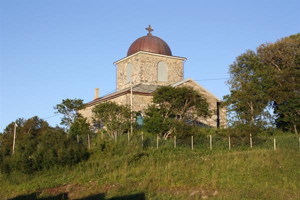 Hitra kirke er bygget i lokal stein