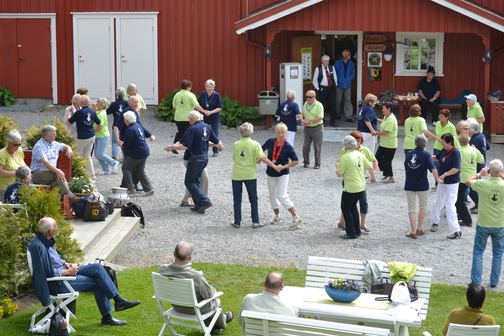 Ganstad: people dancing in the farmyard. Copyright: Gangstad