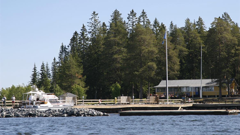Vy över Svinöra från sjön