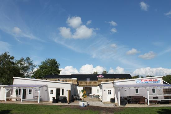 Sommargården på Östra Stranden i Halmstad har 27 lägenheter med toalett/dusch och pentry.