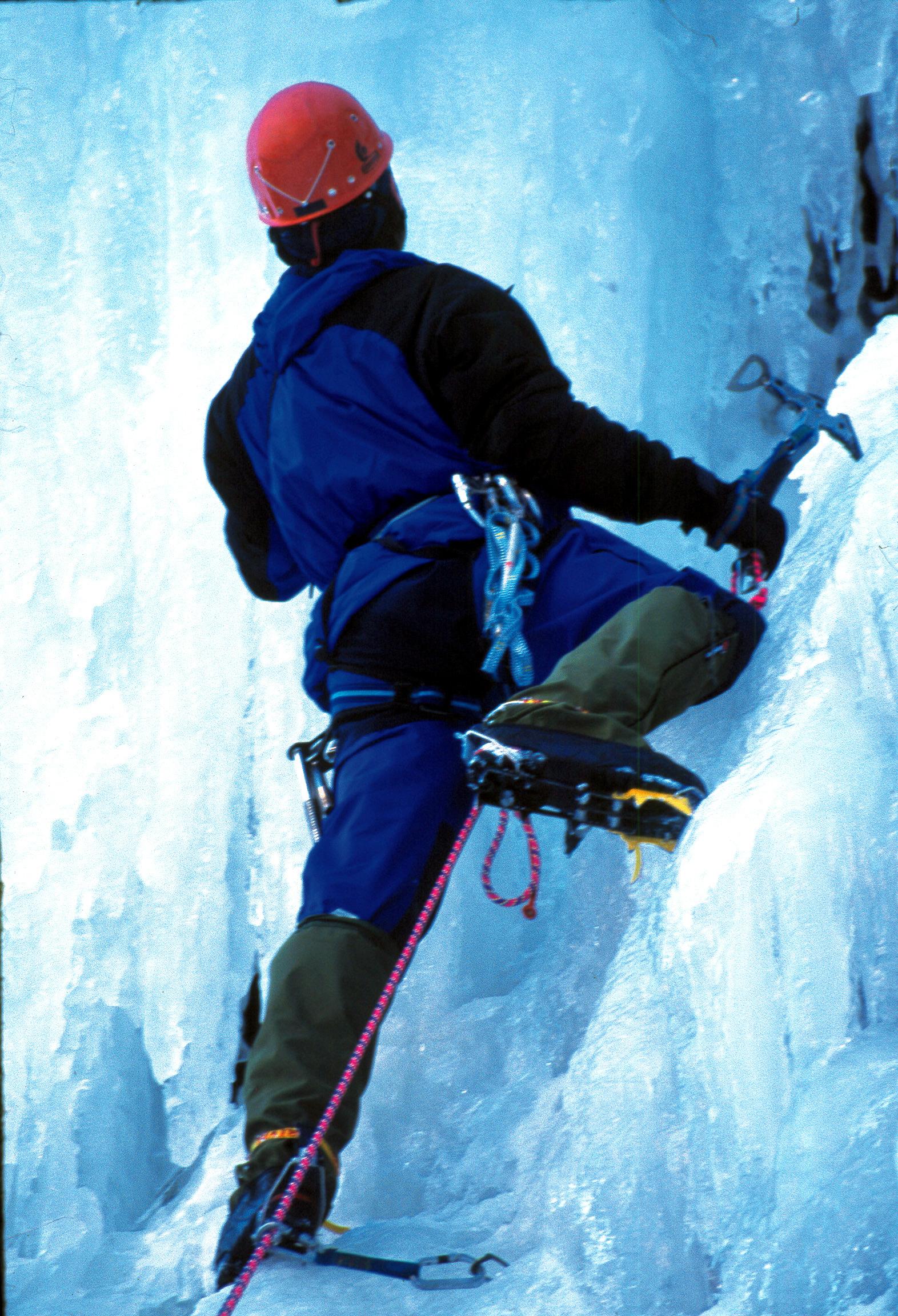 Rjukan er et eldorado for isklatring. Byen myldrer av isklatrere så snart frosten har stoppet fossefallene. , © Jarle Andersen