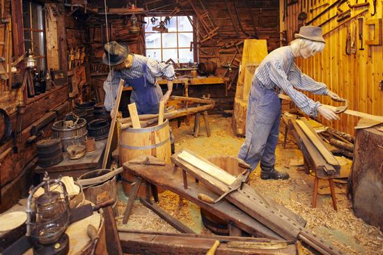 Derome Träbearbetningsmuseum, strax norr om Varberg, med Sveriges största samling av verktyg och maskiner för träbearbetning.