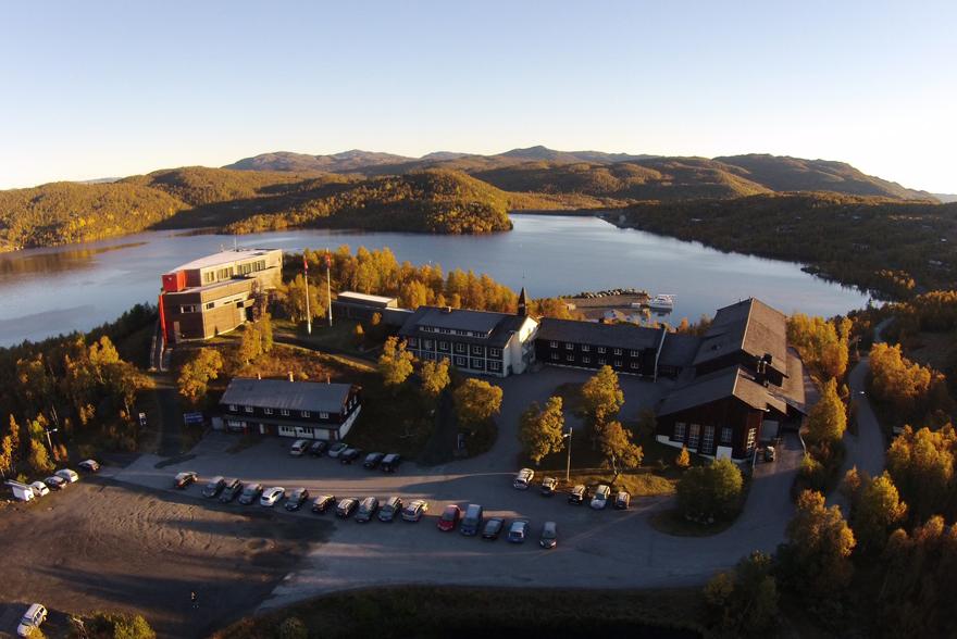 Skinnbarbu Nasjonalparkhotell ligger idyllisk til ved Møsvatn, og vegg i vegg med Hardangervidda Nasjonalparkhotell. , © Skinnarbu Nasjonalparkhotell