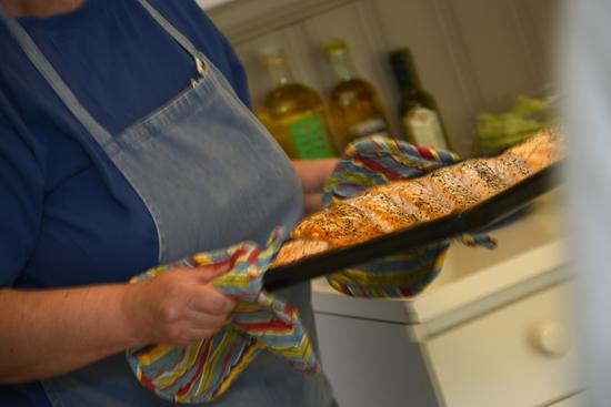 På Kuggaviksgården finns möjlighet att laga egen mat i anläggningens självhushållskök eller bli serverad mat i matsalen.