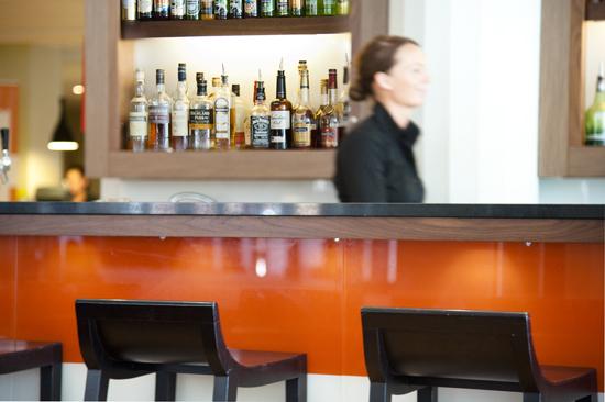 Njut av god mat och dryck på hotellets Restaurang Svea