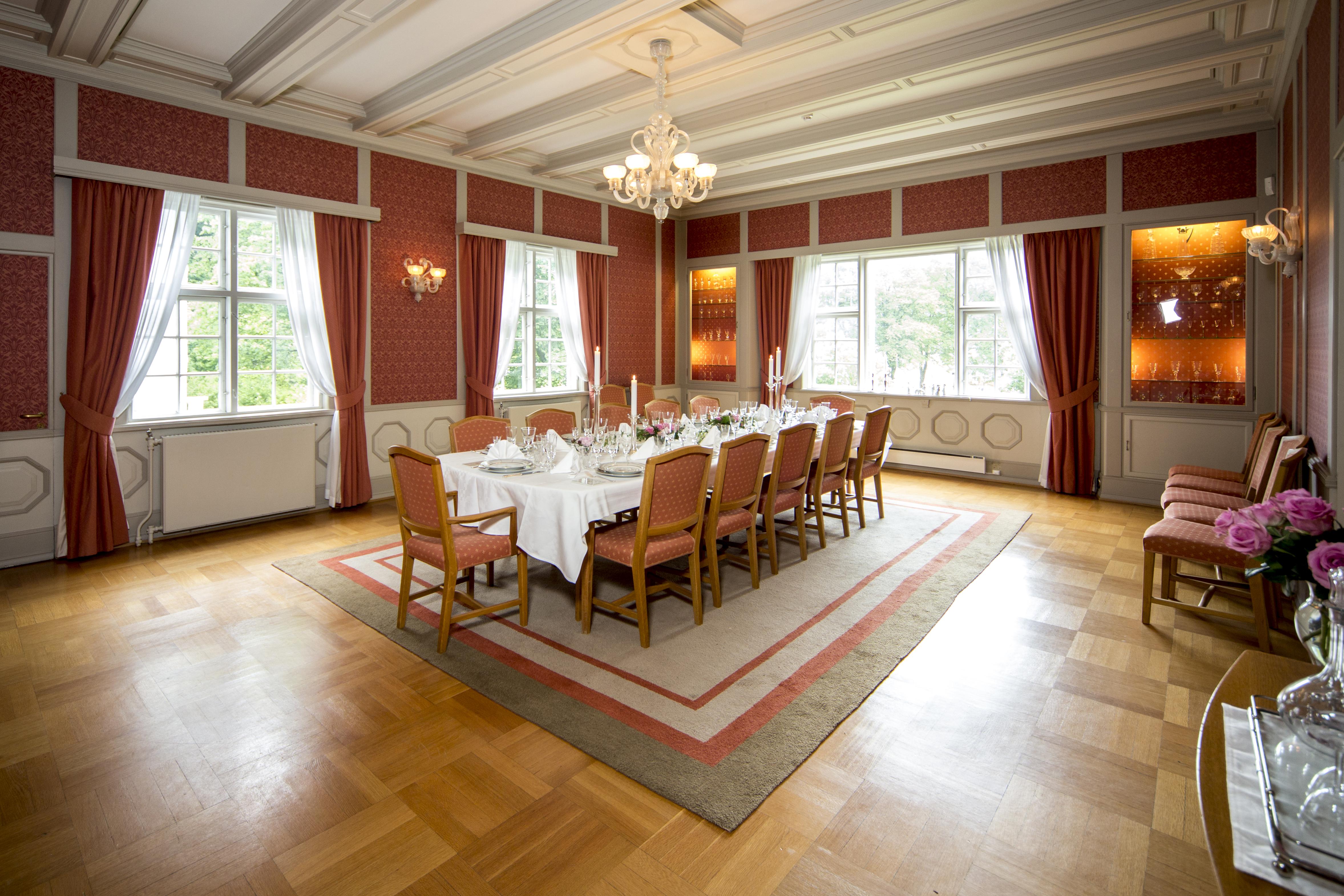 """Rjukan Admini ble brukt som Hydro direktør Henriksen sitt hjem i TV-serien """"Kampen om tungtvannet"""", © Fotograf Jacobsen"""