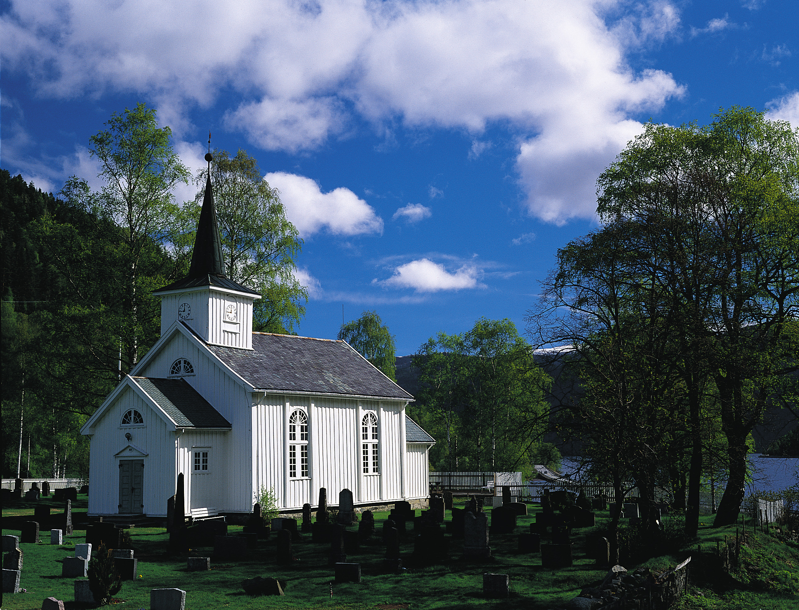Mæl kirke er en langkirke i tre fra 1839. Kirken er tegnet av Hans Ditlev Frank Linstow. Copyright:Ove Bergersen, © Ove Bergersen