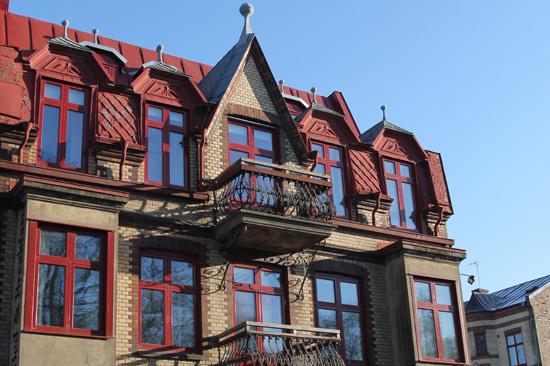 Okéns Bed & Breakfast har en vacker fasad med vackra torn