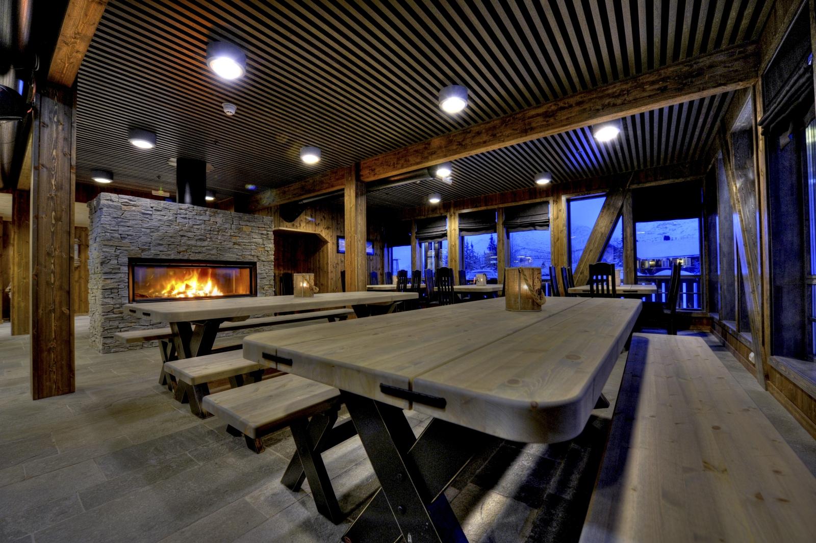 After-ski hos Den Lykkelige Sportsmann byr på god drikke og god musikk i flotte lokaler.  , © Tom Riis