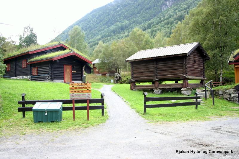 Campinghytter med utsikt mot Gaustatoppen  , © Rjukan Hytte og Caravanpark