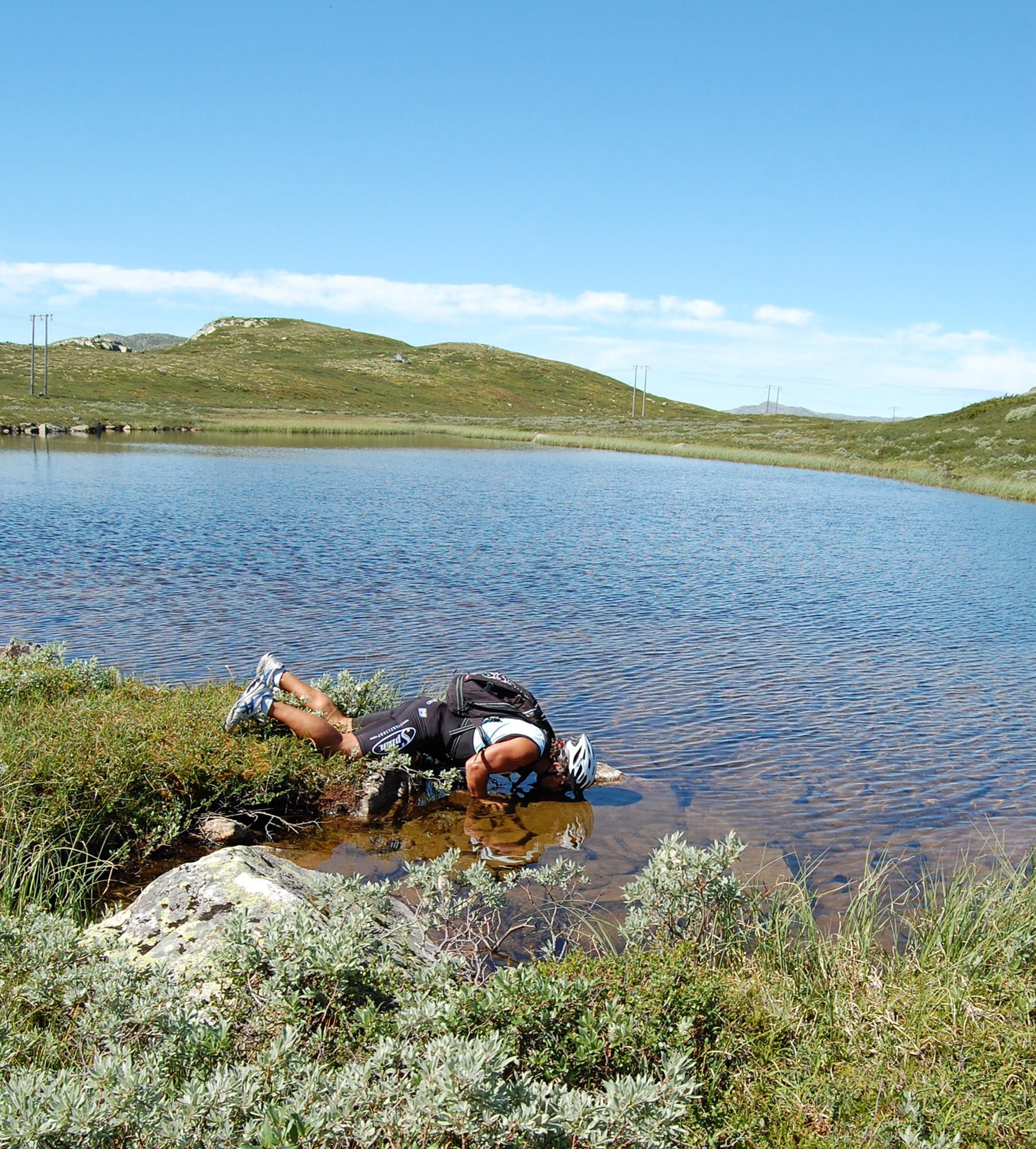 Mange fine drikkekilder langs ruten. Noen av vannene kan det også være verdt å prøve fiskelykken i.  , © Kjell Gunnar Dahle