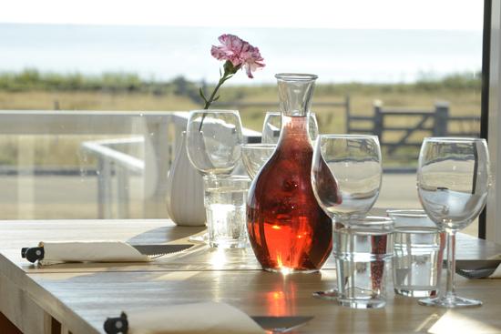 Restaurang Strandkanten på Ugglarp.nu, söder om Falkenberg, bjuder på god mat och havsutsikt.