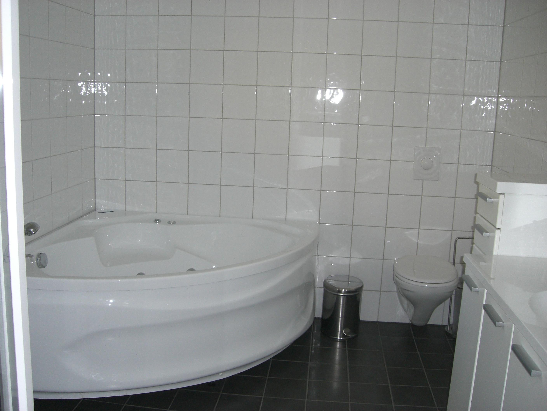 Bad med boblekar. Eksempel på baderom i leilighetene på Lifjell Sol.  , © Bø Hotell