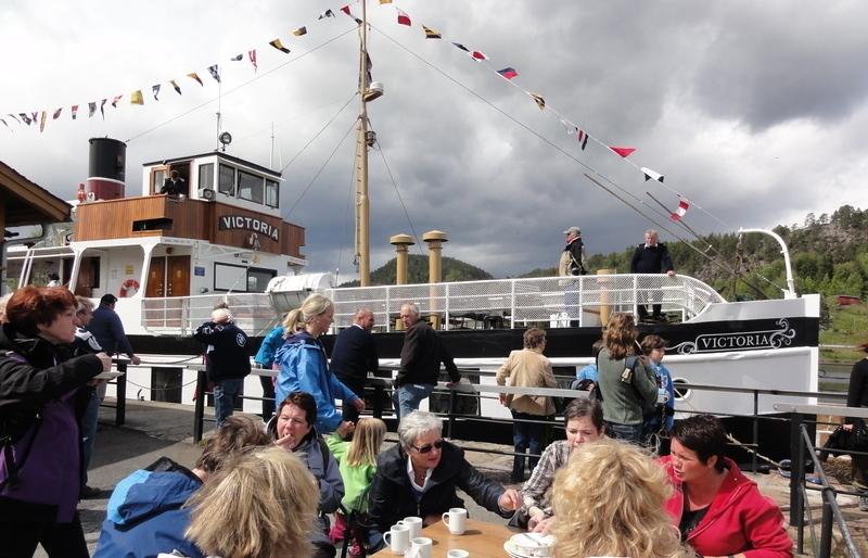 Kanalbåten Victoria ankommer Lunde sluse , © Lunde Vandrerhjem