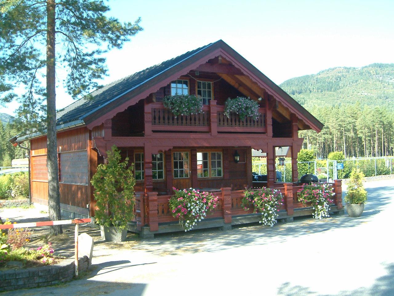 Hytte med plass til 8-9 personar.