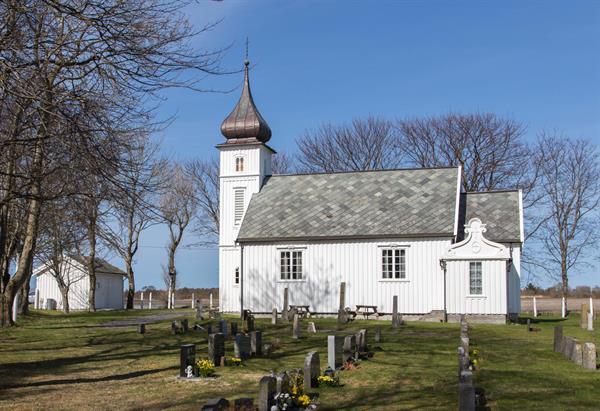 Storfosna kirke er en langkirke fra 1913