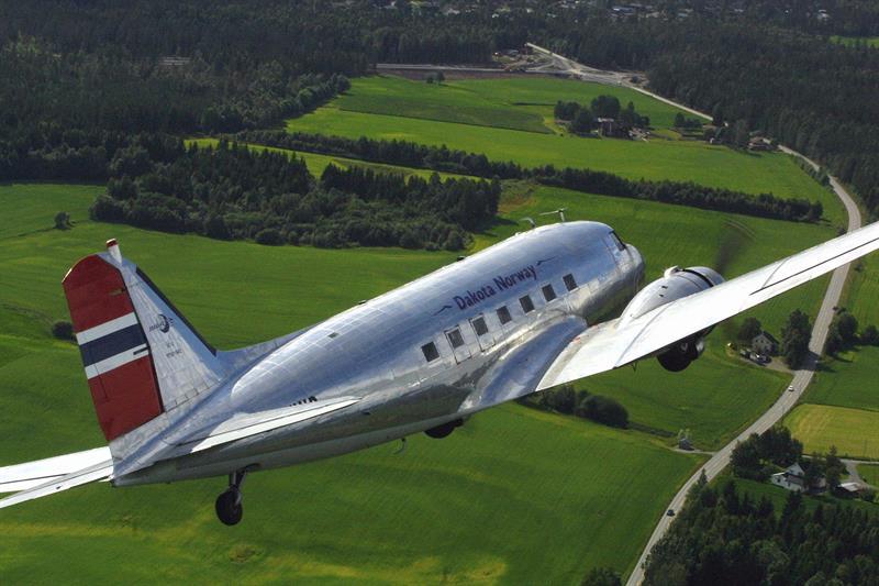 buy popular 04064 2d45d Historical flights with Dakota Norway
