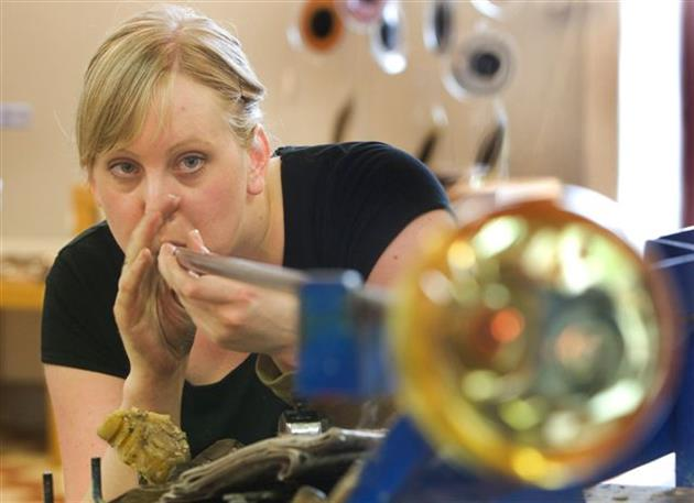 Linda Isaksson med glastillverkningen i fokus, Heta Hyttan