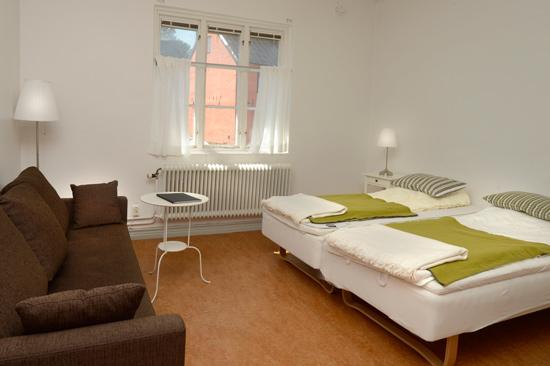Fästningens Vandrarhem - bo & konferera i Varberg har 39 rum i tre olika byggnader.