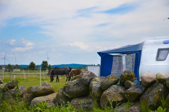 Rödlix Vandrarhem & Camping ligger strax utanför Varberg