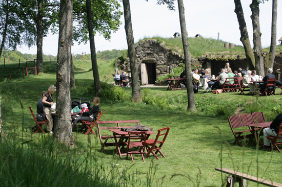På Öströö Fårfarm utanför Varberg kan du äta och fika i  Café Fårhagen