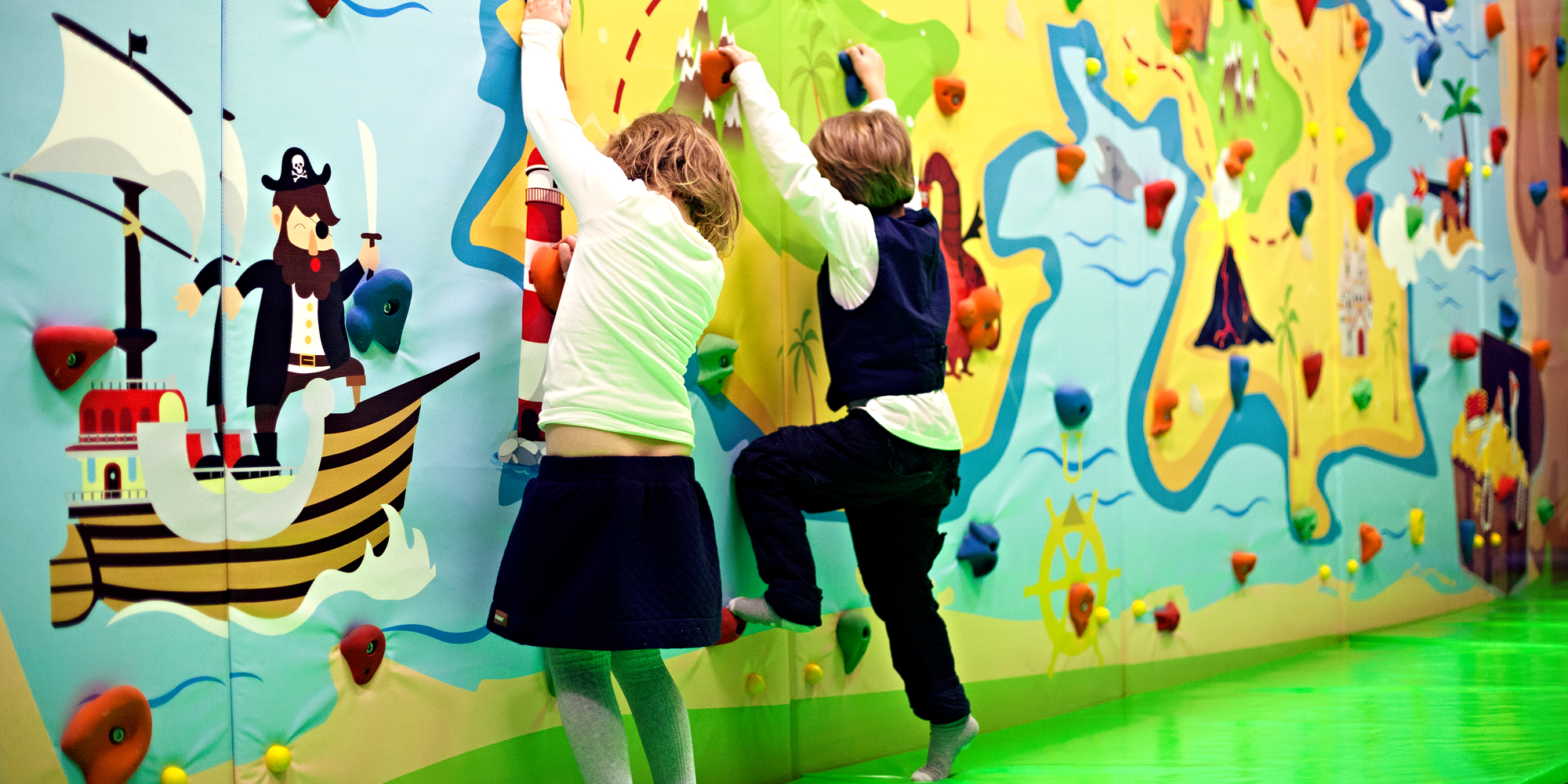 Lykkeland, a play centre in Steinkjer - kids on the climbing wall. Copyright: Lykkeland
