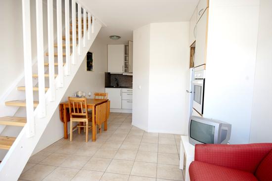 Stugcentralen hyr ut lägenheter med egen dusch/toalett i Sommargården.