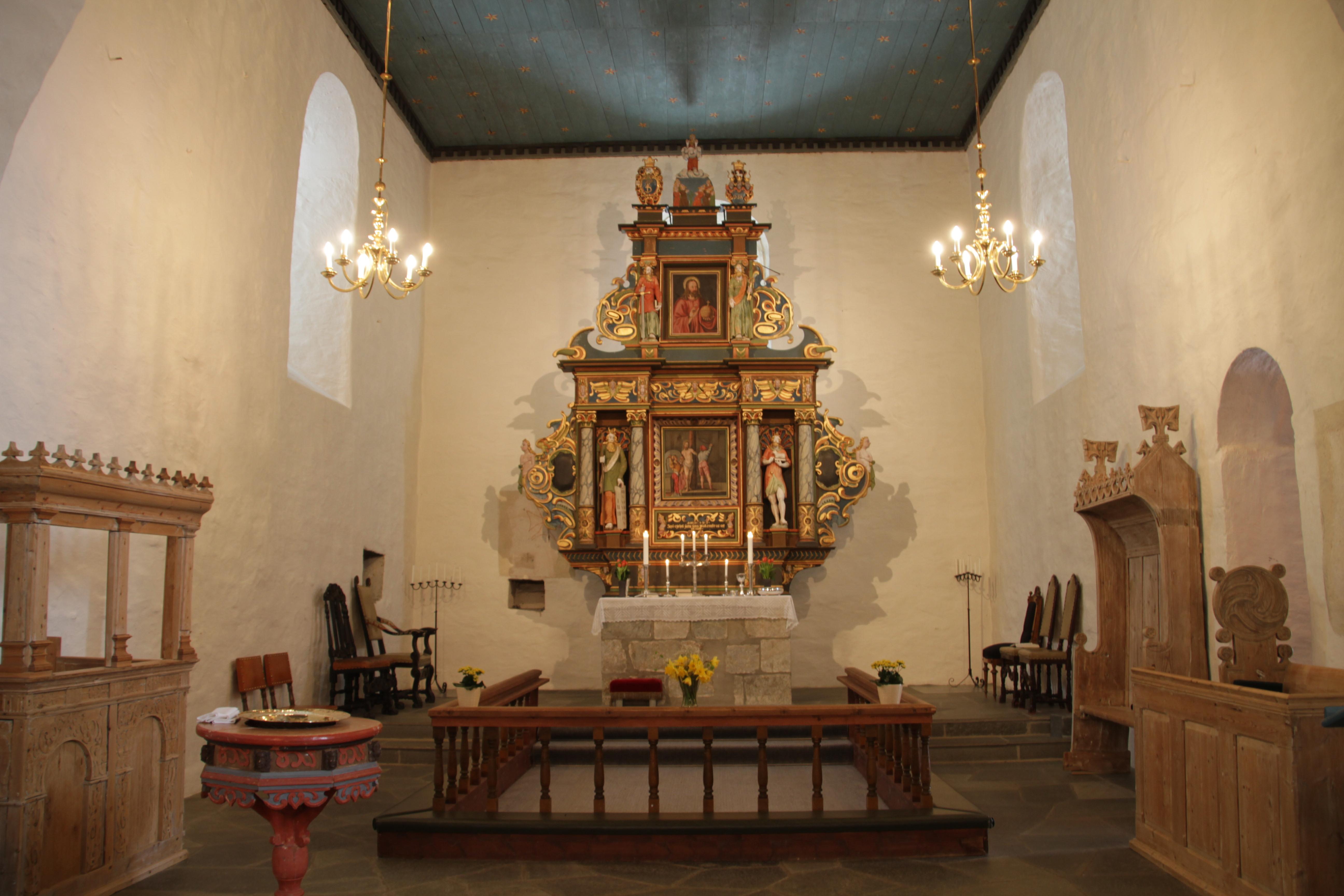 Mære kirke interiør.