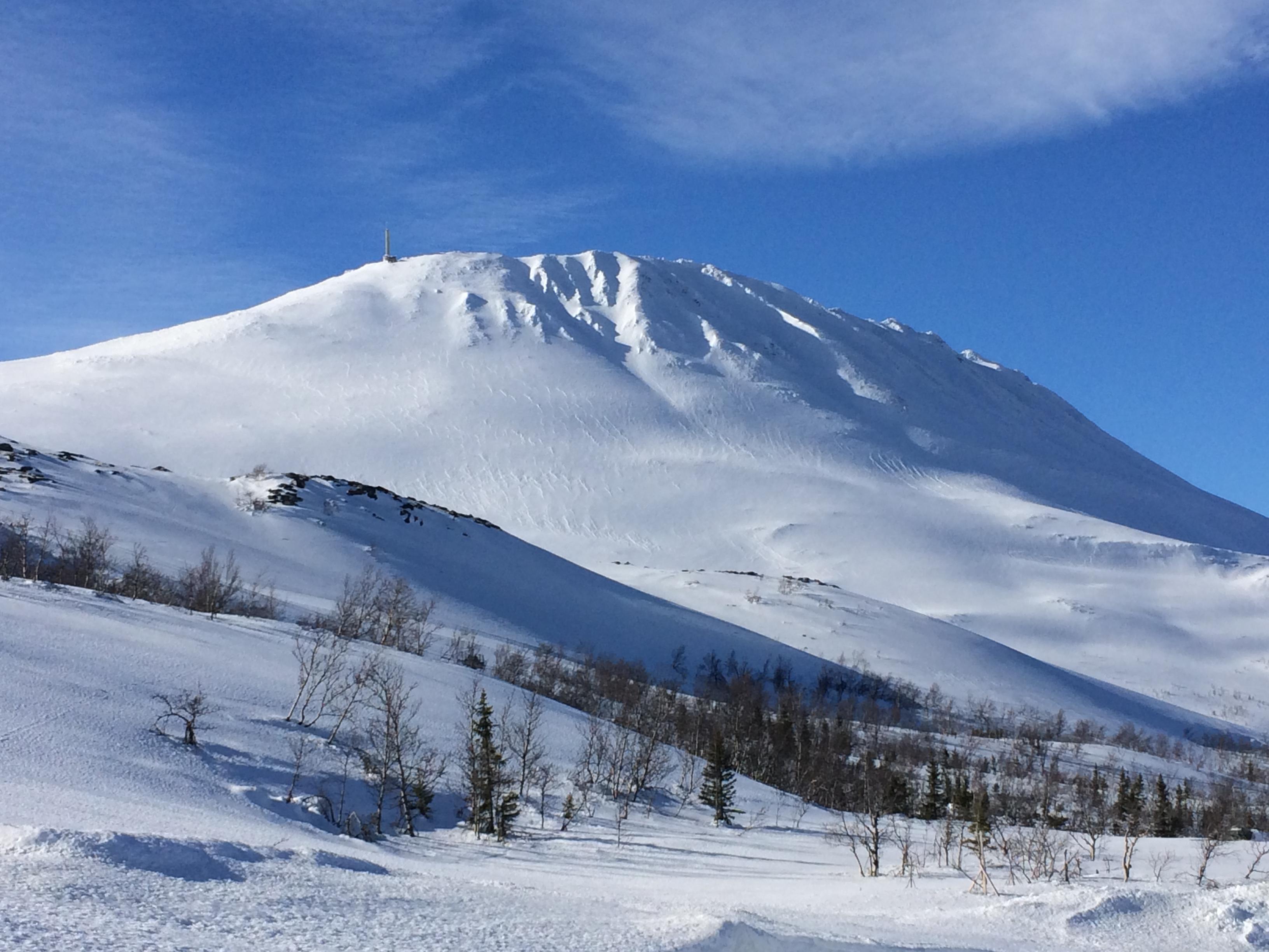 Du trenger ikke være av de tøffeste på ski for å stå ned fra Gaustatoppen. Traseen ned Langefonn er gradert som rød løype, © Karoline Lurås