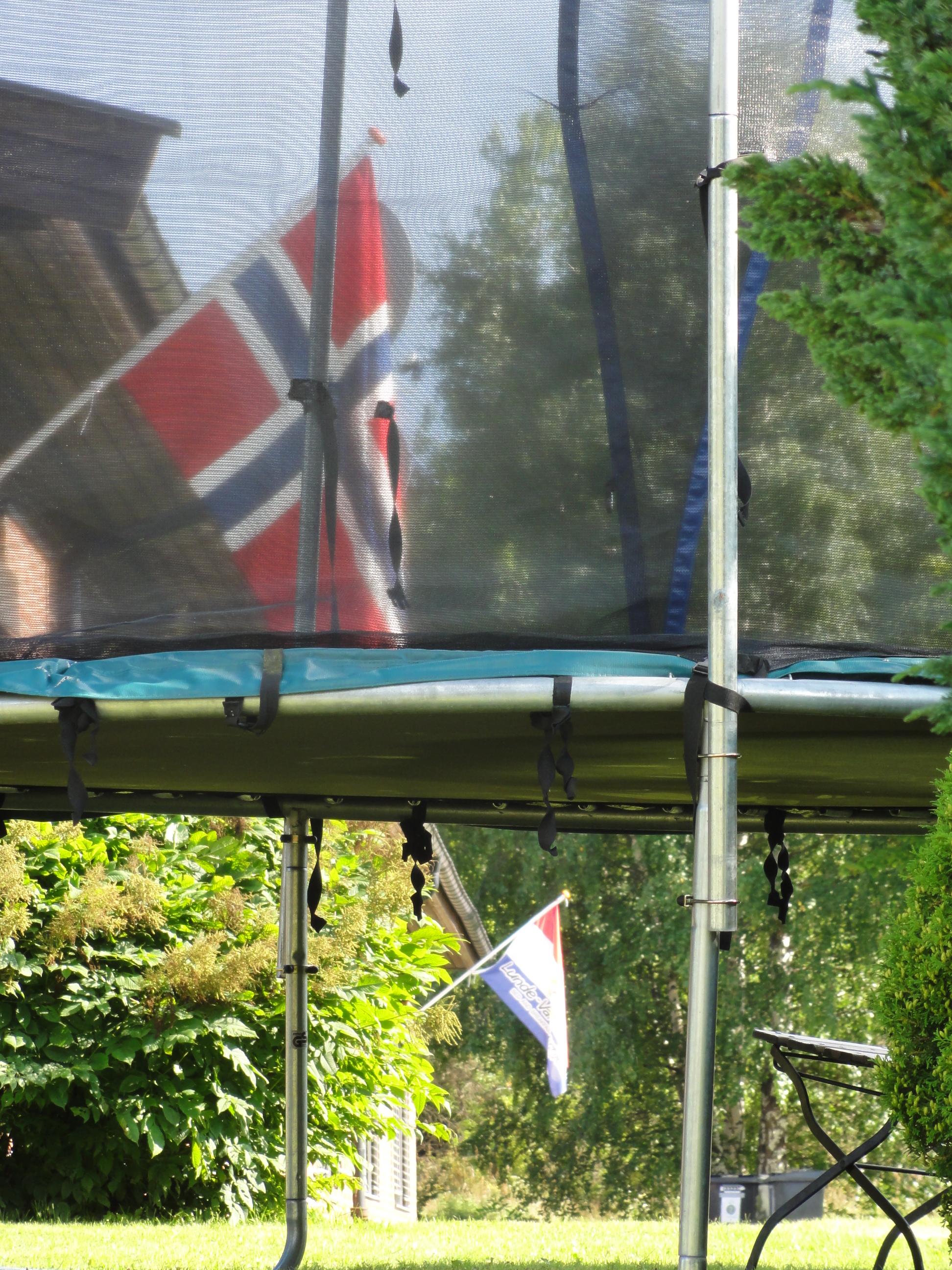 Ute ved trampolinen , © Lunde Vandrerhjem
