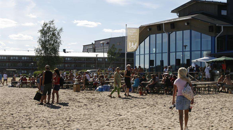 Beach Elof Café i bakgrund