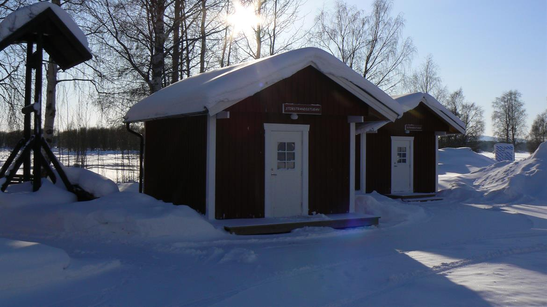Fyrbäddsstuga vinter Storstrand kursgård