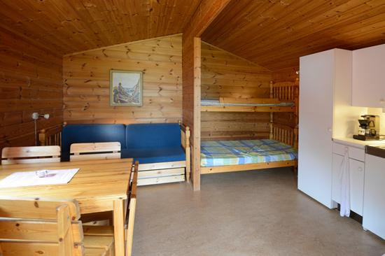 Stugorna på Marias Camping & Bengts Stugby är på 20 m2 och har egen altan under tak.
