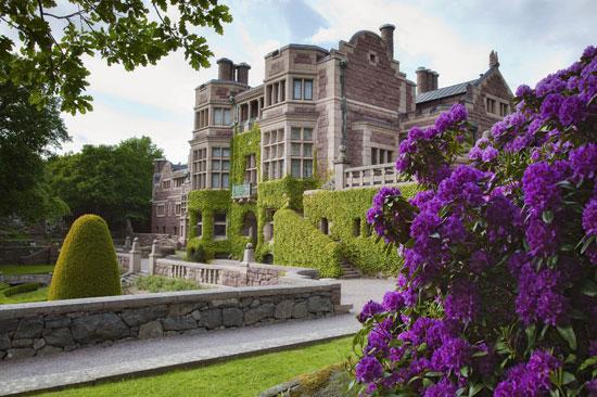 Gå en guidad tur på Tjolöholms slott utanför Kungsbacka