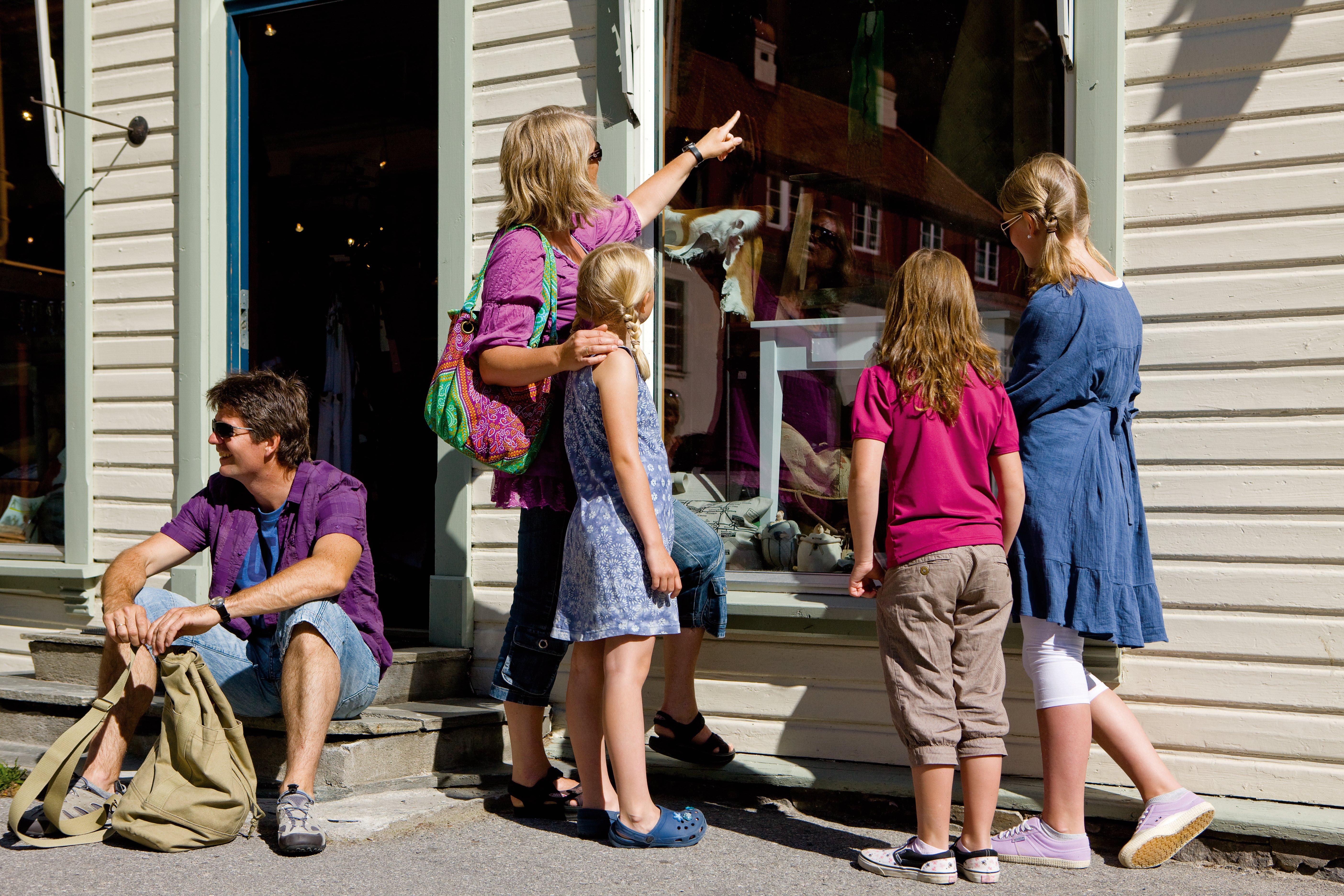 Blått til Lyst er en flott butikk midt i Rjukan sentrum med utvalg av interiør- og gaveartikler, klær og sko med mer. Må sees. , © Mediateam