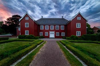 52e712ff Guided tour in Herregården