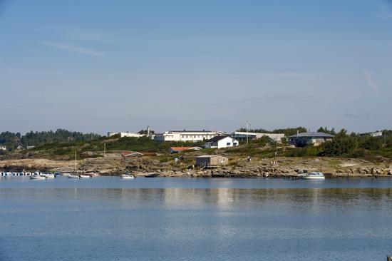 Löftadalens folkhögskola i Åsa ligger vackert beläget på en klippa vid havet, mellan Göteborg och Varberg