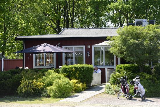 På Vinbergs Golfklubb, utanför Falkenberg bara 15 minuter från Gekås Ullared, finns 27 varierande hål i omväxlande terräng