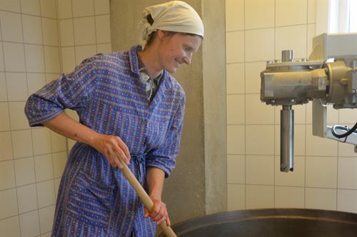 Ingebjørg driver Håvardsrud Seterliv. Her får du kjøpt ekte norske gardsprodukter., © Nancy Bundt