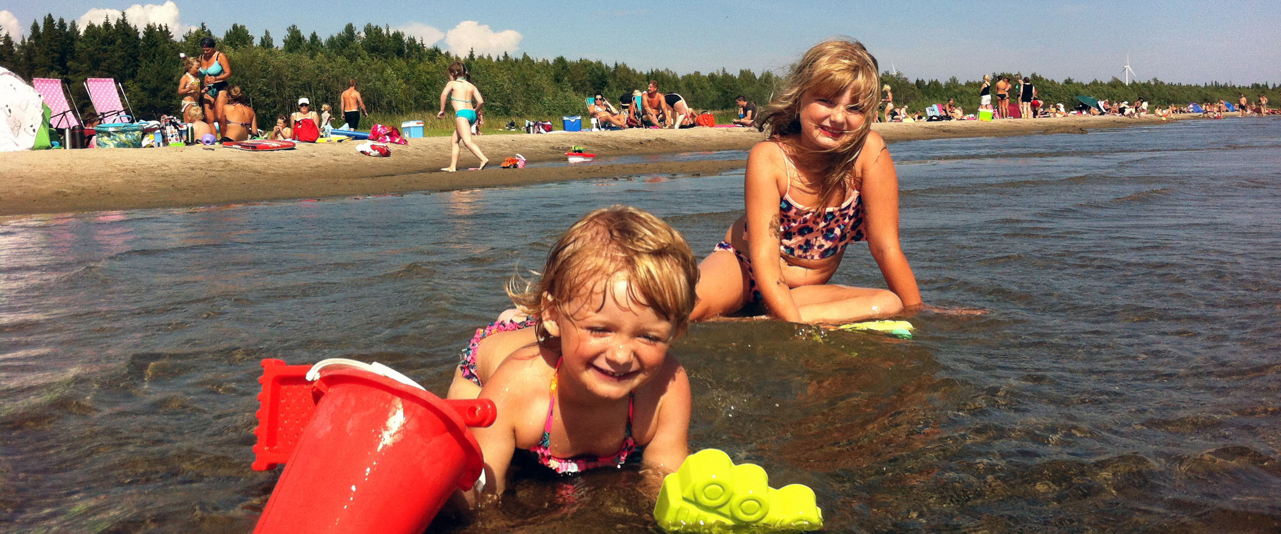 Badande barn högsommar - Sandängesstranden