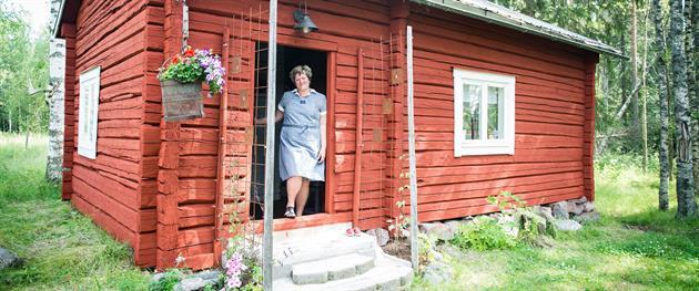 Helene hälsar välkommen till Bagarstugans logi, Jössgården