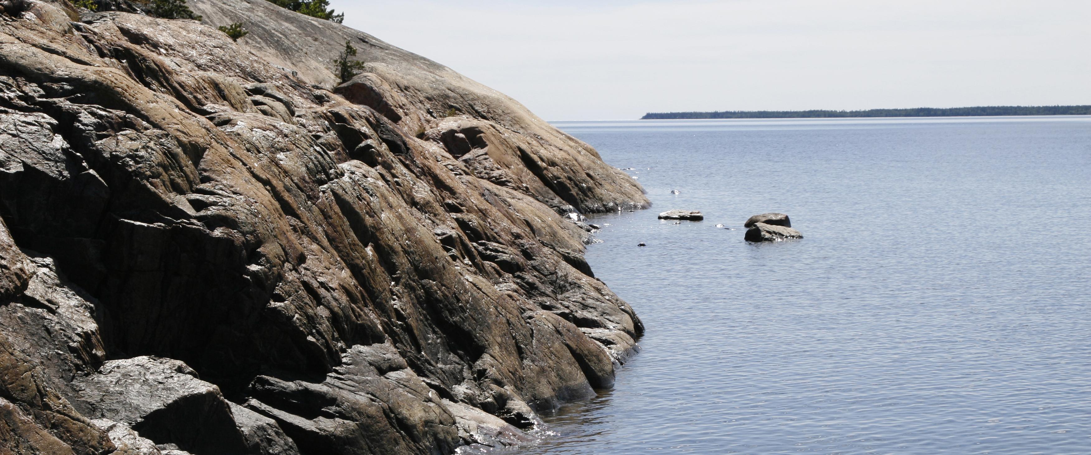 Skärgårdsvy ute på vattnet över Baggen
