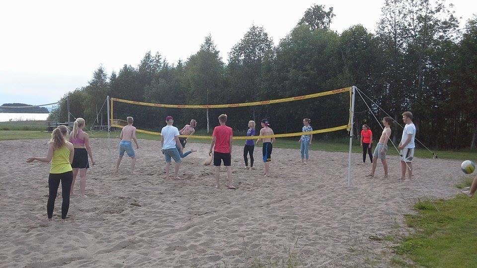 Beachvolleyboll spelas på Storstrand