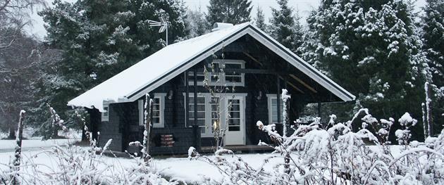 Björkbacken stuga i vinterskrud., Björkbacken
