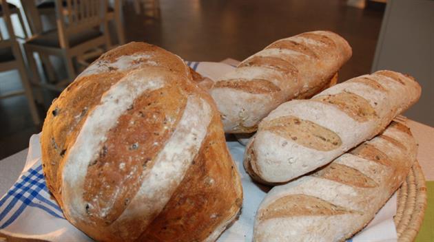 Nybakat bröd på Storstrand
