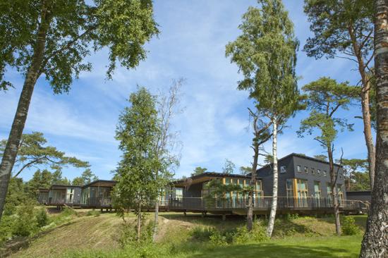 En av Tylebäcks arkitektritade hotelldelar med utsikt över Halmstad Golfklubbs norra bana